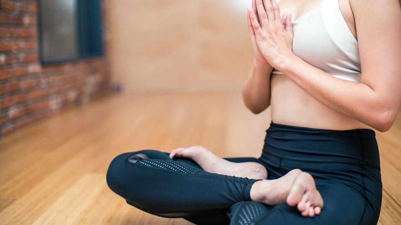 Jak się przygotować do praktykowania jogi w domu?